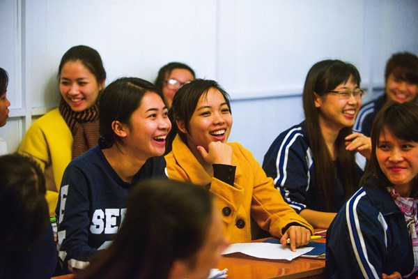 Students from USSH Hanoi who hope to study in Taiwan listen with keen interest to descriptions of bubble tea, salty deep-fried chicken and other tasty Taiwanese snacks.