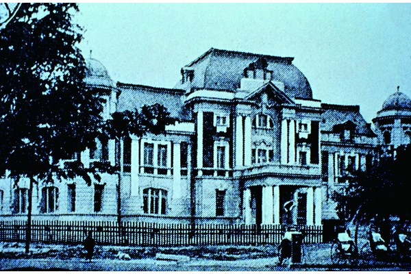 With its mansard roof and unique fusion of Eastern and Western classical styles, the Tainan Prefecture Office building was the work of Japanese architect Matsunosuke Moriyama, and stands as one of his many contributions to the Taiwanese architecture of the early 20th century. (courtesy of Tainan City Government)