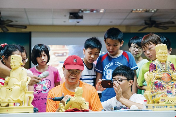 In September 2016, Culture Art and Nature and the Wuliao Elementary School jointly held an arts apprenticeship event at the beginning of the school term. Through a series of hands-on experiential courses on traditional crafts, students can learn in a livelier way.