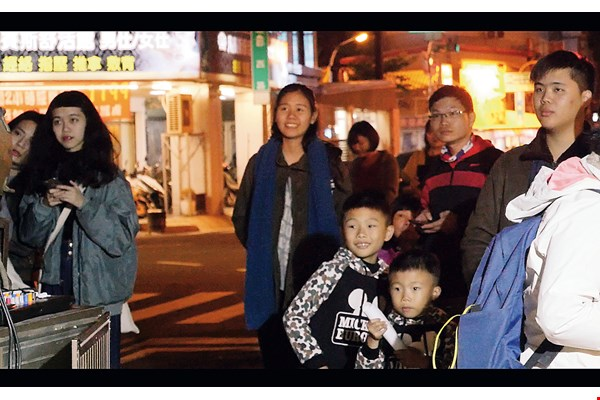 On Tainan's Junxi Street, people enjoy a rare opportunity to catch an open-air movie. (courtesy of Bear Men Film Studio)