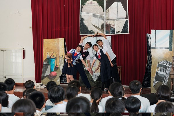 "Our Theater's ""Chiayi Countryside Project"" brings theater to rural schools, planting the seeds of art far and wide. (photo by Tsai Kun-long)"