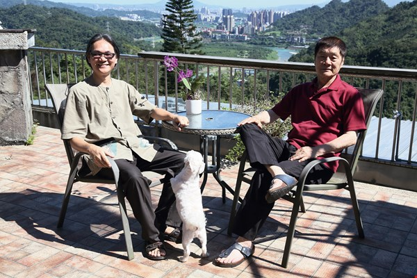 "Chang Yu-chuan (left), organizer of ""Meat Free Monday Taiwan,"" with Wilderness Foundation Formosa chairman Hsu Jen-shiu (right)."
