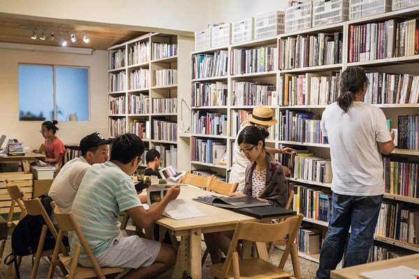 The Lightbox Photo Library, located near Guting MRT station, offers space for sharing knowledge that is open to the public. (photo by Lin Min-hsuan)
