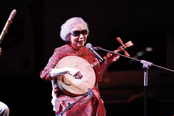 Octogenarian performer Yang Xiuqing continues to dedicate her life to passing on chant-song culture.  (courtesy of Taiwan Smile Folksong Group)