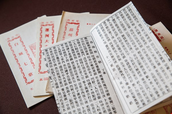 The majority of the songs passed down in traditional Taiwanese songbooks concern themselves with tales of loyalty and justice.