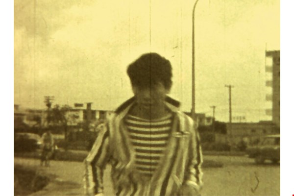 Shiy De-jinn's striped shirt provides an interesting visual contrast with the surrounding scene in Han Hsiang-ning's Run (1966). (courtesy of Han Hsiang-ning)