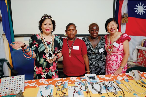 Luperla Jewelry Company CEO Victoria Lu (left), and her sister Flora (right), who is curator of the Lucoral Museum in Hawaii, visited the Solomon Islands to share their 50 years of experience in the oceanic crafts industry. (courtesy of the ROC Embassy to the Solomon Islands)