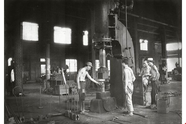 An old photo of workers at work in the forge and metallurgy shop. (courtesy of the Bureau of Cultural Heritage, MOC)