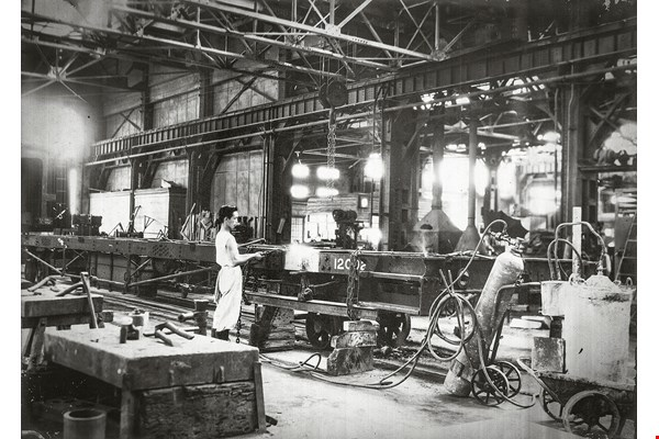 An old photo of workers at work in the new coach shop. (courtesy of the Bureau of Cultural Heritage, MOC)