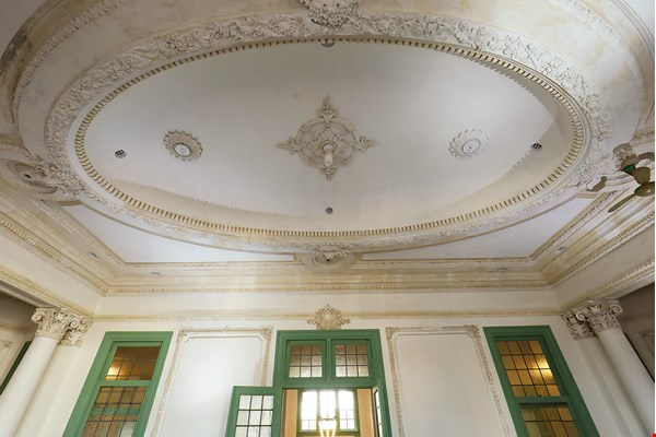 The conference room on the second floor of the Taiwan Railways Administration building features an ornate oval plaster ceiling that bears witness to the colonial government's attention to detail and the importance it placed on making a stately impression.