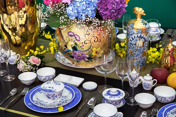 "In 2015 Tai-Hwa designed ""Excellent Esthetics,"" exclusive blue-and-white tableware that is used in ROC embassies and consulates overseas for official dinners. (courtesy of Tai-Hwa Pottery)"