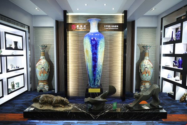 At 236 centimeters tall, this vase is the largest object with a crystalline glaze in the world. It is one of the greatest treasures in Tai-Hwa's collection.