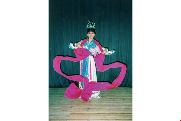 Li Shu-ying is passionate about dance and teaches traditional dance abroad, helping sow seeds of culture more widely.