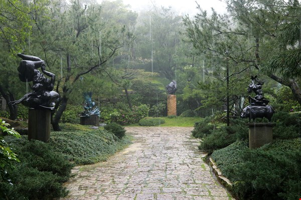 Lee Kuang-yu has spent more than a decade diligently constructing his Taiwanese art garden. (photo by Jimmy Lin)