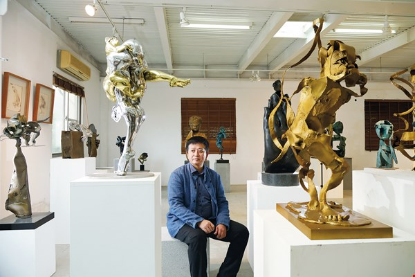Lee Kuang-yu draws on elements of folk culture to evoke a unique Oriental humanism. (photo by Jimmy Lin)