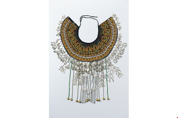Chen Cheng-hsiung has found new sources of artistic inspiration in different cultures, including the gentle beauty of Qing-Dynasty court apparel and the use of brilliant colors in Aboriginal art. The photo shows a beadwork shoulder cape of Taiwan's Paiwan tribe.