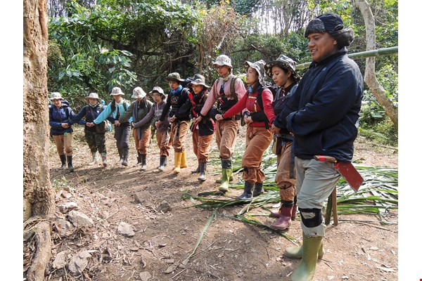 After the courses at the Hunter School conclude, Sakinu leads the students in a ceremony to express respect and gratitude to the land.  (courtesy of the Hunter School)
