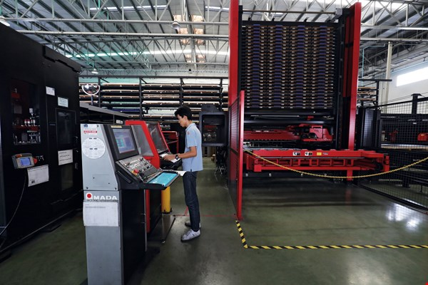 Jinpao Precision Industry Company's automated sheet metal plants can be operated with a barebones staff, who monitor production from computer workstations.