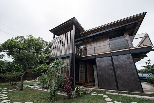 "Te Feng Lumber's ""Half-Half House"" earned top honors at the 2018 Taiwan Residential Architecture Awards."