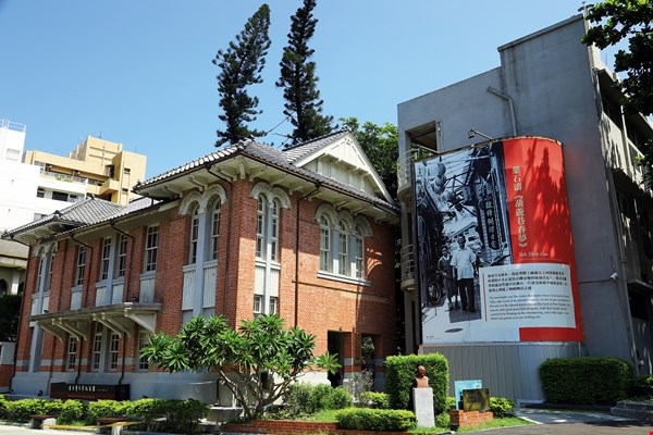 The Yeh Shyr-tau Literary Memorial Museum: On exhibit are Yeh's literary landscapes and creative timeline.