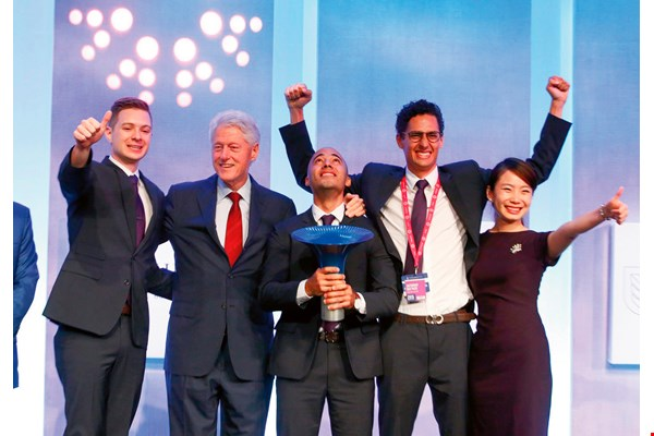 The IMPCT team received their Hult Prize in 2015 from former US president Bill Clinton himself. (courtesy of IMPCT)