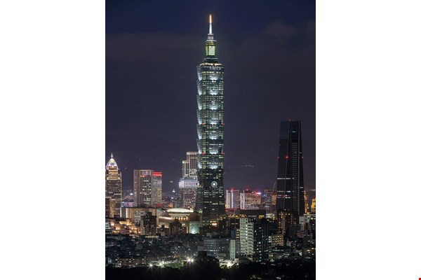 Have you noticed that Taipei 101 has changed its appearance? Taipei 101, one of the finalists, has switched over to low-intensity lighting for its lower floors, giving pedestrians a comfortable light environment. (courtesy of Coretronic Culture and Arts Foundation)