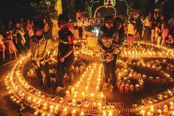 Meak Bochea Day: Meak Bochea occurs on the full moon of the third month of the Buddhist calendar, and its ceremonies are usually held in temples at night. In the photo, lay people stand in a mandala made of candles to find peace.