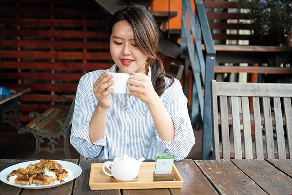 Tasting black tea the way one tastes wine helps you appreciate the layered nuances of its flavors. (photo by Lin Min-hsuan)