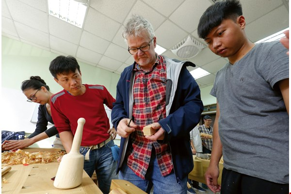 Woodwork teacher Stephan Elbracht transported his own set of mallets from Germany to let his trainees—handicraft instructors themselves—experience using different tools appropriate for students of different ages.