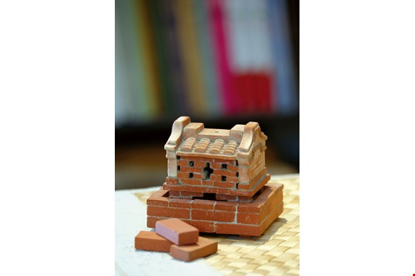 Sanhe Wood Art's miniature housebuilding kit creatively transforms bricks into a handicraft item.