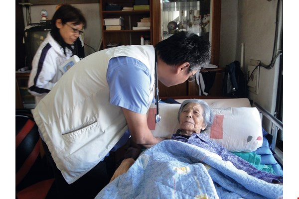For Hsu Chao-pin, studying medicine offered a way to return home and protect the health of the people of southern Taitung. (courtesy of the South Link Foundation)