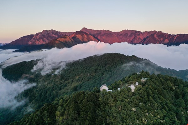 The Lulin Observatory, 2862 meters above sea level, is situated on the borders of Yushan National Park, with the majestic peaks of Yushan right nearby.