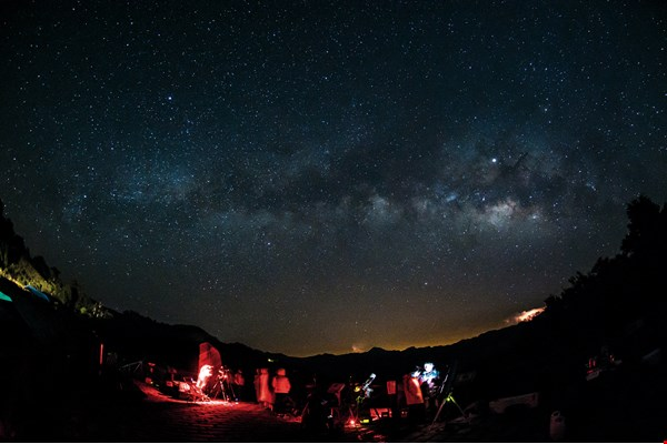 Mt. Hehuan's Yuanfeng Peak is a mecca for stargazers, including many foreign visitors who spend the whole night there viewing the heavens.