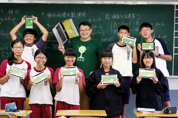 In this classroom, all students have tablets that they use as learning tools. (photo by Jimmy Lin)