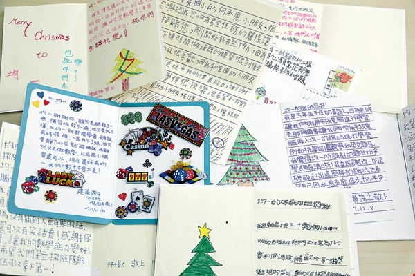 Grateful letters from elementary school students to Junyi Academy.