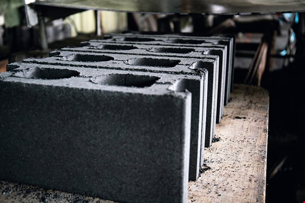Everest Textiles has developed cinder blocks that are not only cheaper than similar products, but can also be produced with zero emissions.