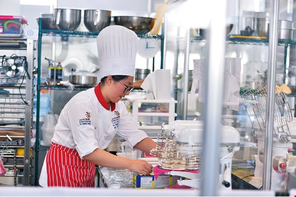 "Hung Yu-hsiang turned in a great performance at the ""skills Olympics,"" winning a bronze in patisserie and confectionery."