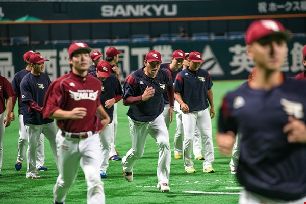 The Fukuoka SoftBank Hawks were pitted against the Rakuten Golden Eagles. (photo by Chuang Kung-ju)