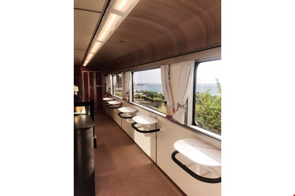 By bringing the outside scenery into the moving platform of the train, the cars' picture windows help riders rediscover the beauty of Taiwan. (photo by Li Guomin, courtesy of J.C. Architecture)