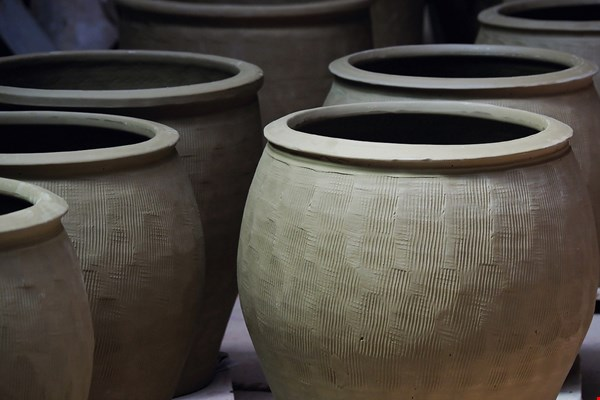 Miaoli was once home to a thriving pottery industry. However, the care and patience required for making ceramics mean that many younger people are simply not interested in the work.