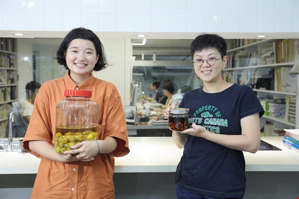 Agua Chou (right), founder of AGUA Design, says few people realize that Taitung abounds with food education capital.