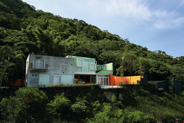 Paul Chiang already had the idea for an arts center when he was living in New York, but it was only after arriving in Taitung and seeing the natural beauty of Jinzun that he decided to put this idea into practice.