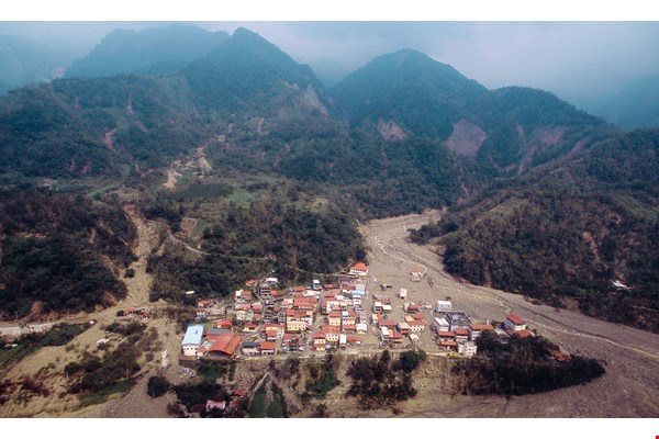 After Typhoon Morakot, Geosat took aerial photographs of Minzu Village in Kaohsiung's Namaxia District to assess the extent of the disaster.