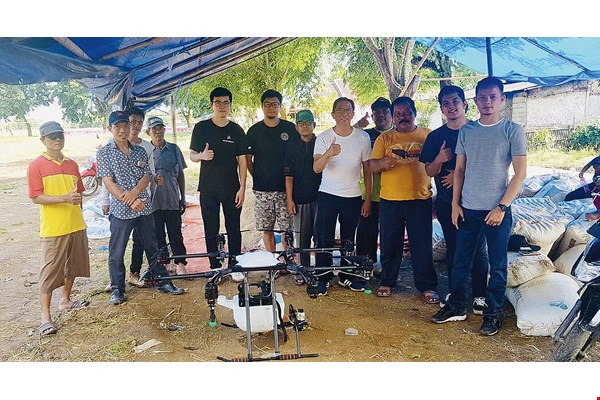 Indonesian farmers who tried out Aeroprobing's AG1-O spray drone for themselves had nothing but praise for the machine's capabilities and performance. (courtesy of Aeroprobing)