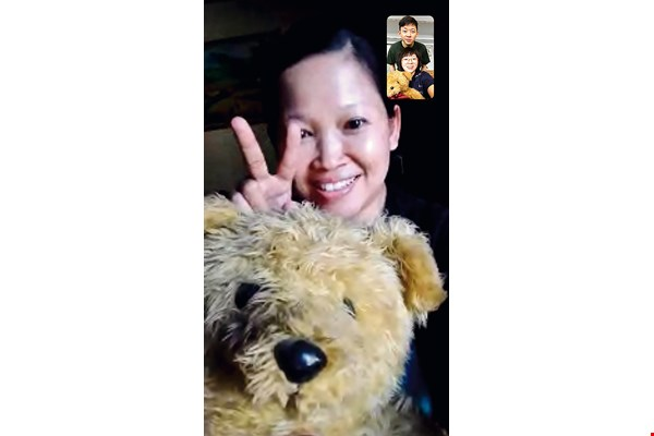 Before Dwi left, she bought matching teddy bears for herself and Hsu Tzu-han as keepsakes. (courtesy of Hsu Tzu-han)