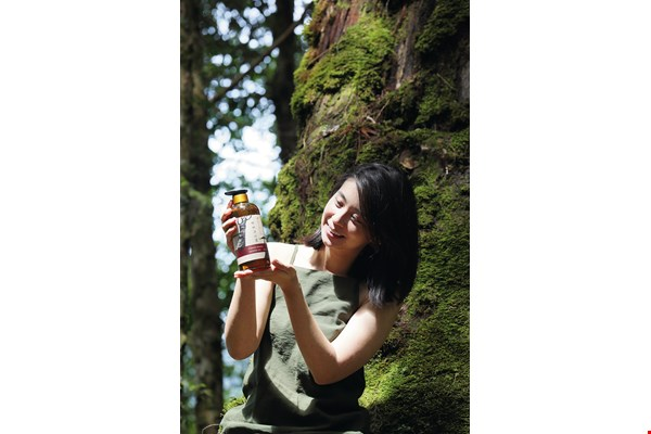 At Kuai Shan Fang, Chris Li and Rachel Huang are working hard to bring the distinctive scent of Taiwan's woodlands into the homes of people around the world.